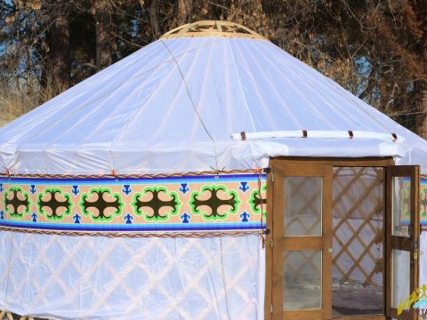 Installation of a yurt for 1.5 hours in any weather
